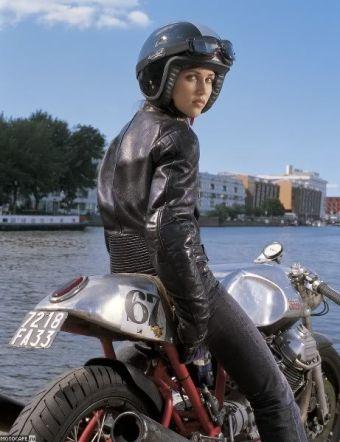Куртка и очки Davida Aviator T1 Goggles. Модель Katrien и каферейсер Zagato Moto Guzzi от Бена Парта.