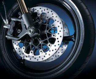 Все, что вы видите на этом кадре, относится к неподрессоренным массам мотоцикла