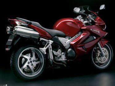 Honda VFR800 2006 оснащается комбинированной тормозной системой