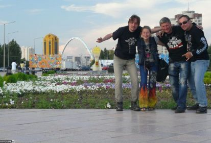 Рахмет, Казакстан! (Спасибо, Казахстан!) История о том, как    хрупкая девушка в компании друзей покорила Казахстан, а также про    особенности Казахских земель.