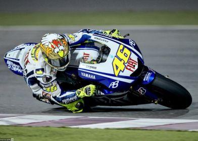 Валентино Росси в курином шлеме