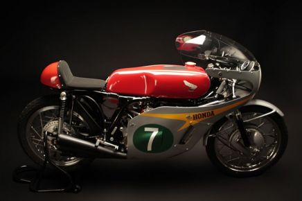 Honda RC166 1966 года. Кафе рейсеры взяли многое от болидов MotoGP