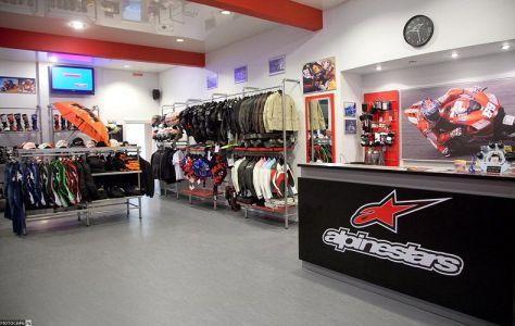 В Москве заработал магазин Alpinestars.