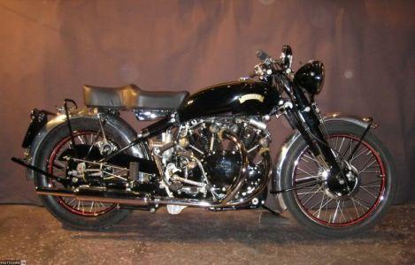 Двигатель Vincent Black Shadow 1950 выполняет роль нагруженного элемента в общей силовой схеме