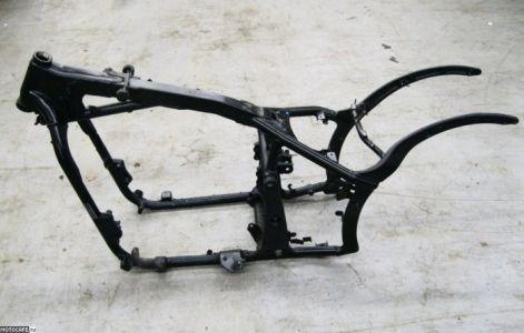 Стальная рама Kawasaki Vulcan 900 2006 демонстрирует применение различных профилей для разных элементов конструкции