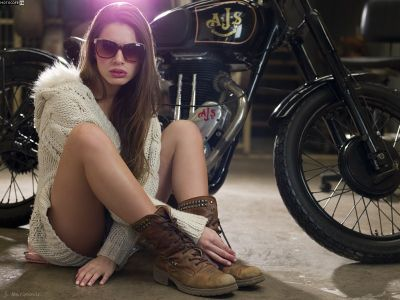 Jeremías Marinovic - фотосет девушки и мотоцикла
