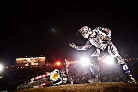 Мото-фристаил шоу от райдеров команды Red Bull в рамках второй специализированной выставки «Санкт-Петербургский международный мотосалон IMIS - 2011»