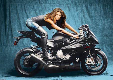 BMW S1000RR попал в Playboy
