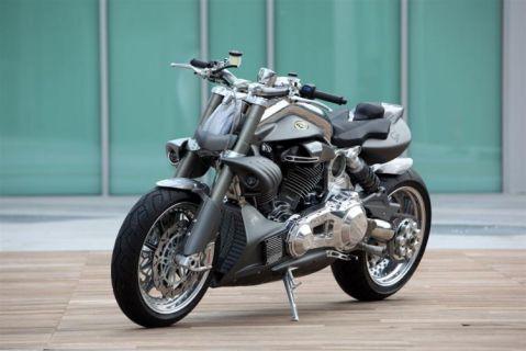 CR&S DUU - мелкосерийный конкурент Ducati Diavel