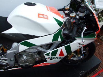 Обзор гоночной реплики Aprilia RSV4 Max Biaggi