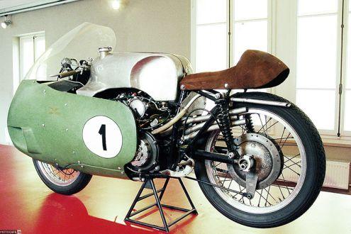 1957 Moto Guzzi V8 – вестник прогресса