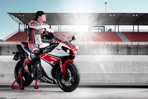 2012 Yamaha R1 – теперь с трекшн-контролем в базе