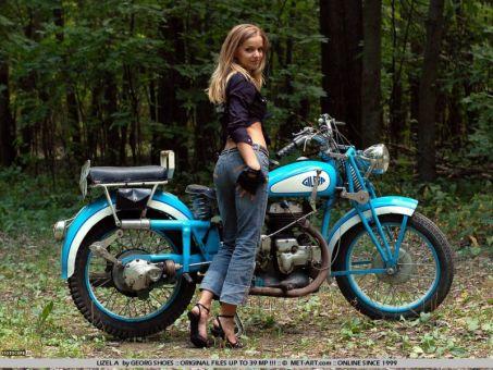 Мотоцикл Gilera и девушка Lizel A