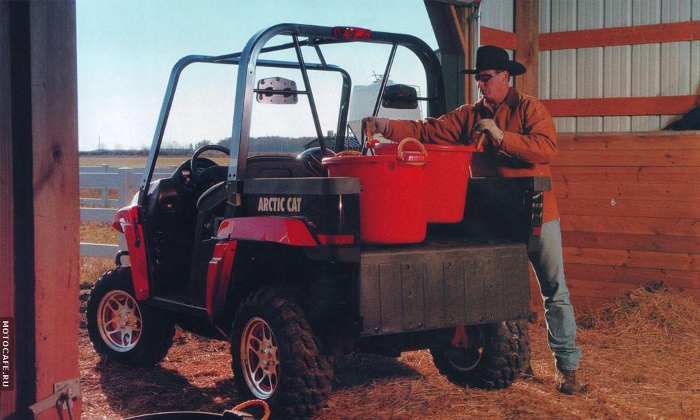 Квадроцикл с грузовой платформой находит много применений в хозяйстве